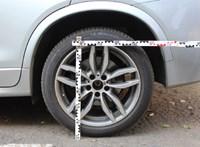 Szenvedélyesen lopkodta az autóemblémákat egy férfi Budapesten