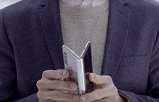 Megszólalt a Samsung, hogy miért törhetett el egy-két nap után az összehajtható telefonjuk kijelzője