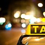 Utassal a csomagtartóban száguldozott egy német taxis