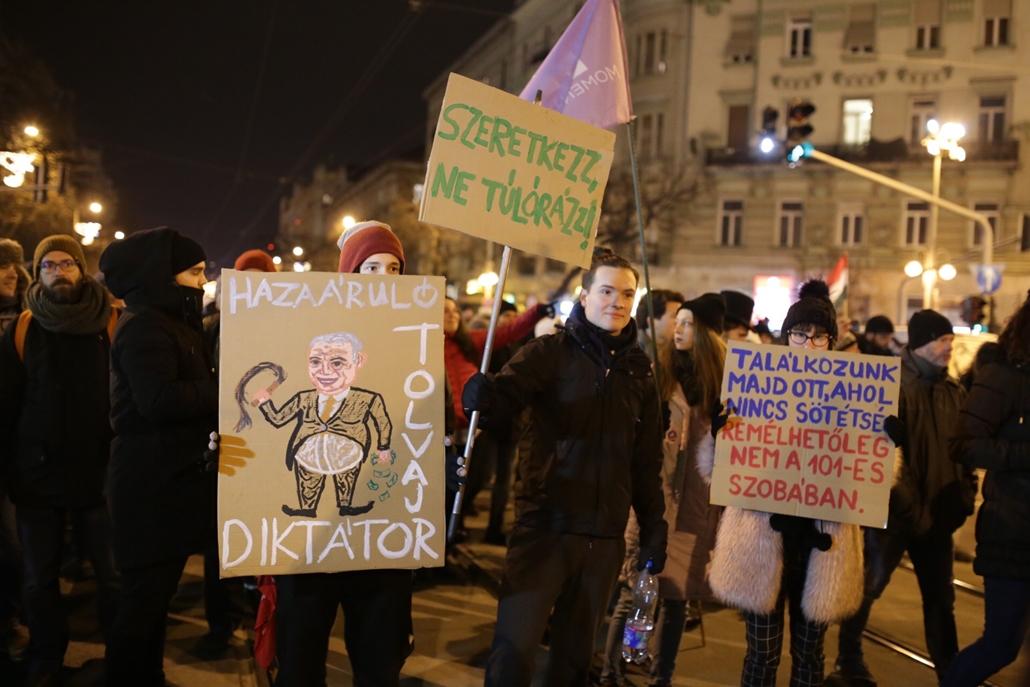 nagyításhoz rabszolgatörvény ellenes tüntés képek