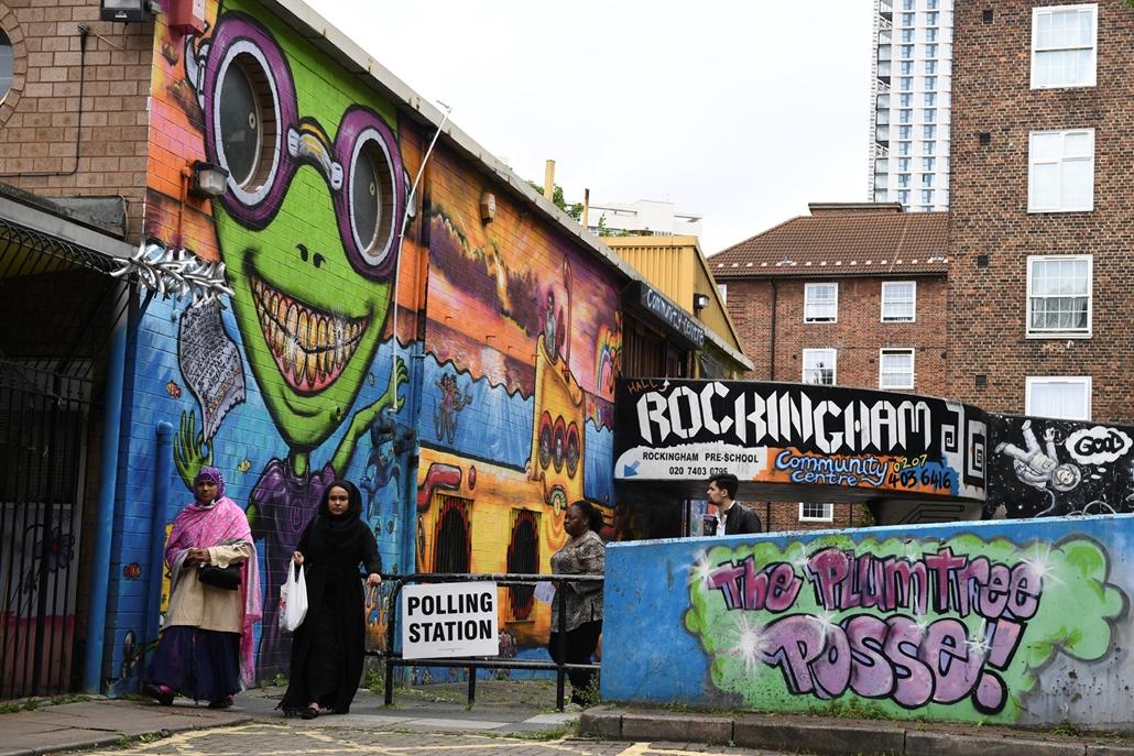 afp.17.06.08. - A graffitis falak is szavazóhelységet rejtenek Londonban brit választások, brit választás 2017