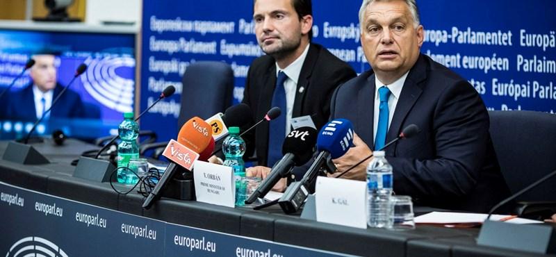 Sajtófőnöke súgta Orbánnak, hogy mondja azt, kettős mérce van Magyarországon