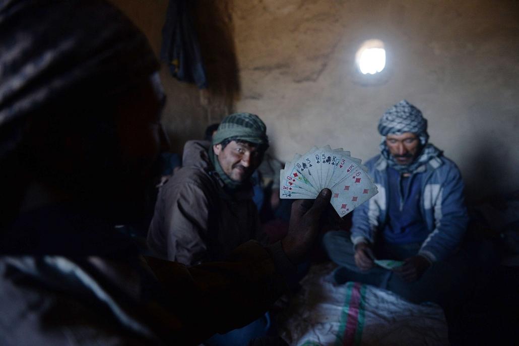afp. Afganisztán, szénbányászok, Kabul, 2014.04.13.