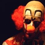 Rémisztő bohócok terrorizálják az amerikai gyerekeket