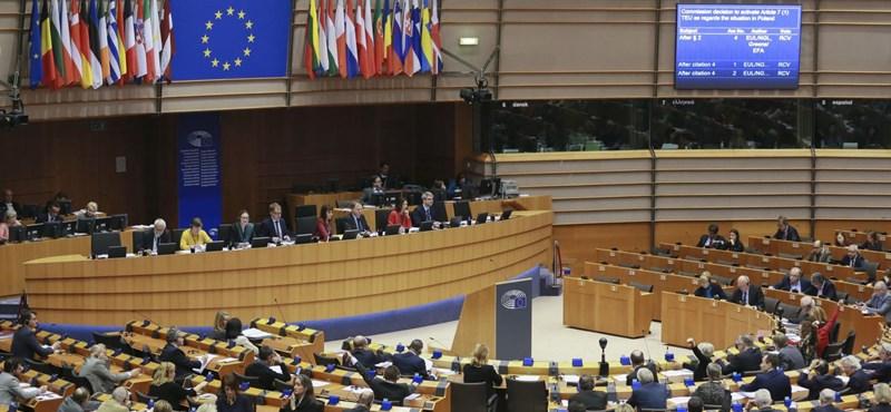 Nyilvántartásba vették a Jobbik, a Fidesz-KDNP és a Momentum EP-listáját