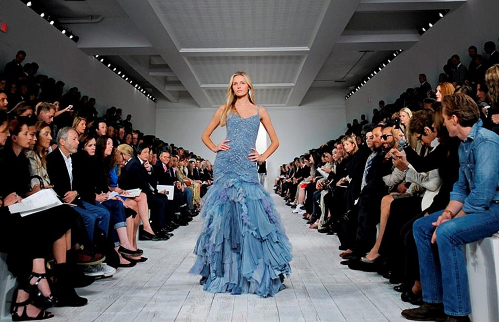 Ralph Lauren amerikai divattervező 2010-es tavaszi kollekcióját mutatják be a New York-i divathéten.