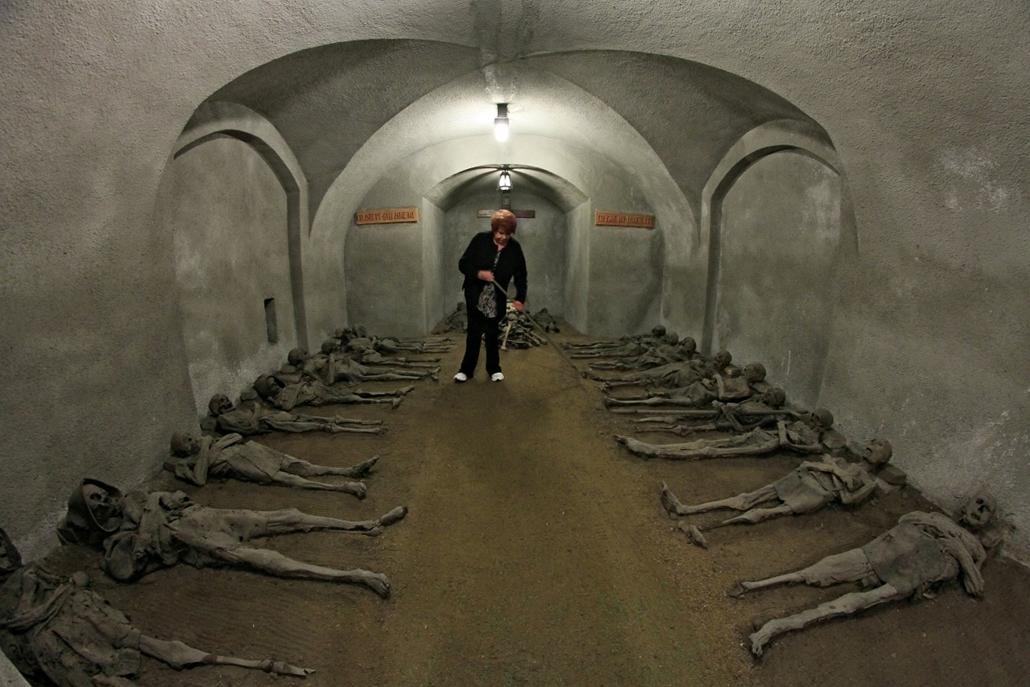 afp.14.06.05. - Brno, Csehország: múmiák a kapucinus kolostorban. - 7képei nagyítás