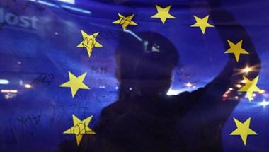 Leszedette az uniós zászlókat egy csongrádi falu polgármestere