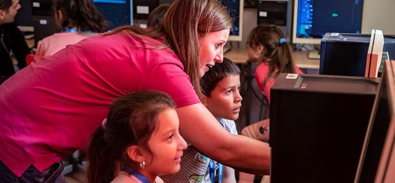 """""""A gyerekekben tudatosult, hogy a számítógépeket nem csak játékra lehet használni"""""""