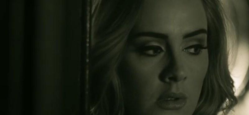 Adele feldühítette a törököket az egyik dalával