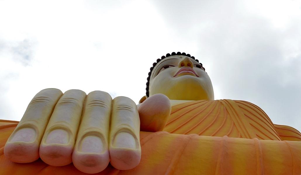 afp.14.09.08. - Aluthgama, Sri Lanka: Buddha szobra a telihold alkalmából rendezett vallási fesztiválon, a Poya-n - 7képei