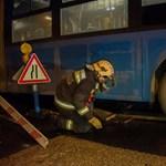 Videó: beszakadt az aszfalt egy utasokkal teli busz alatt a fővárosban