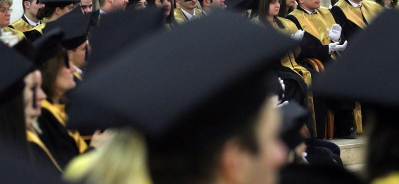 Nyelvvizsga nélkül kapott diplomát a szegedi dékán jobbkezének lánya