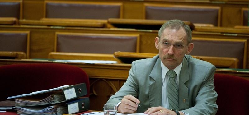 Pintér belügyminiszter megmaradt ingatlanhalmozónak