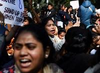 Meghalt a nő, akit megerőszakoltak és felgyújtottak Indiában