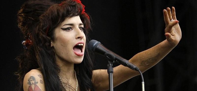 Videó: Amy Winehouse-t kifütyülték Szerbiában