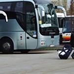 Büntetőfékező jegyellenőrök miatt nyomott satuféket egy távolsági busz sofőrje