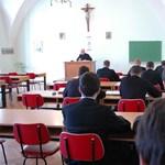 Szinte menekülnek a sajóládi katolikus iskolából a más felekezetűek
