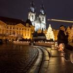 Látványos demonstrációt tartottak az újranyitásra váró prágai vendéglátósok