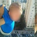 Kilógatta a kisbabát az ablakon, hogy lájkokat szerezzen
