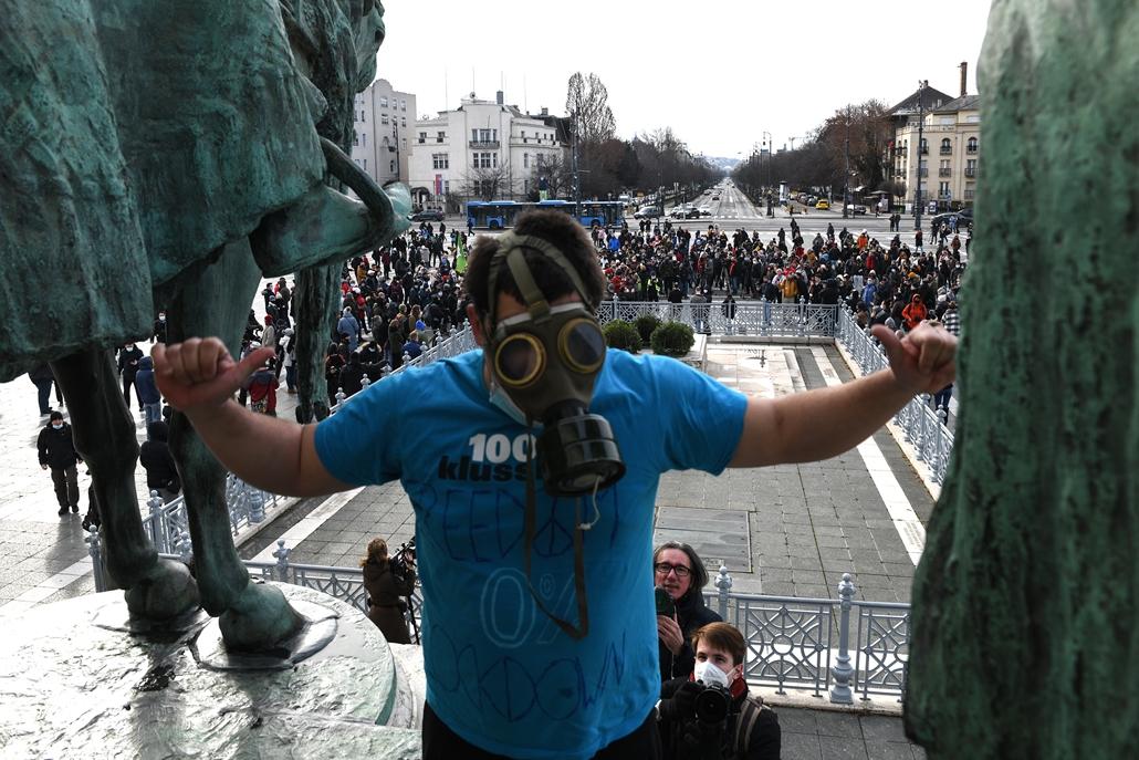 nagyítás koronavírus rev.21.01.31. covid-19 covid koronavírus vírus járvány Tüntetés az életért és a szabadságért - üzletnyitásért - tüntetés demonstráció Hősök tere