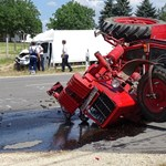 Rommá tört egy traktor Mélykútnál – fotók
