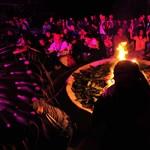 Mégsem lett világvége, készül a virsli szilveszterre: a hét képei - Nagyítás-fotógaléria