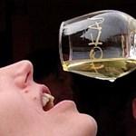 A fehérbor fogyasztására biztatnak kutatók
