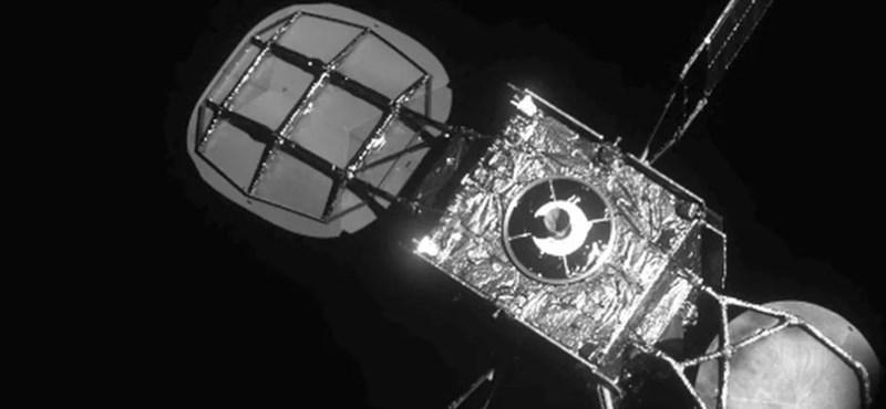 Ilyen még nem volt: műhold javított meg műholdat az űrben