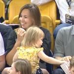 Zseniálisan reagált Harry herceg, mikor egy kétéves elcsente a popcornját