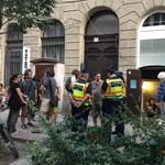 Egyenruhások a Kétfarkú kocsmájánál - megszólalt a rendőrség