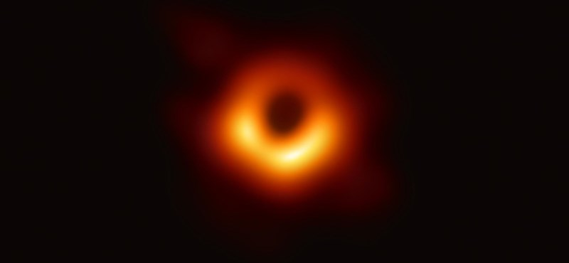 Itt a világ legelső fotója egy fekete lyukról