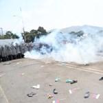 A venezuelai védelmi miniszter fegyverhasználattal fenyegetőzik
