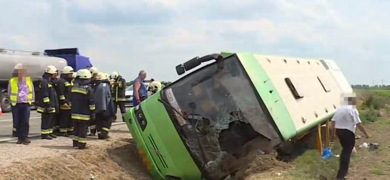 Felborult a busz, több utasát megbírságolták