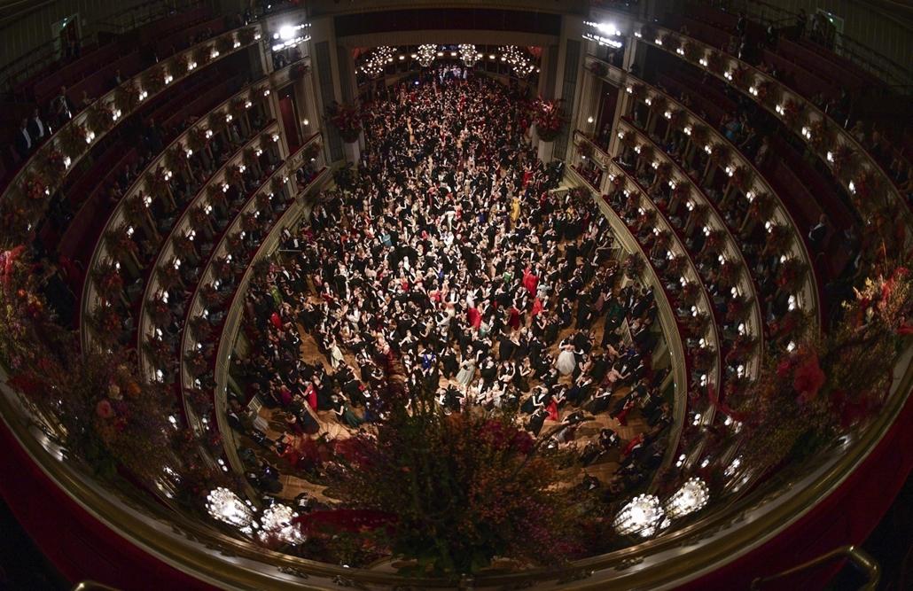 epa.17.02.24. - Bécs, Ausztria: Résztvevők a 61. Operabálon a bécsi Állami Operaházban. - 7képei