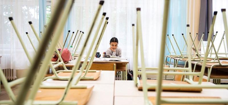 Hibrid oktatás, kötelező maszkviselés vagy csúsztatott kezdés - mi a legjobb megoldás?