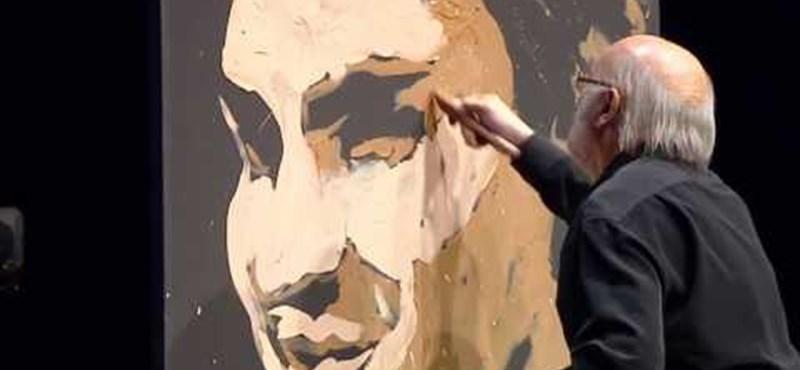 Videó: négy perc alatt festették le Roger Federert