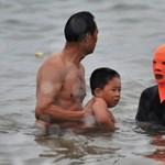 Fotó: Még mindig hódít a fura strandmaszk divatja Kínában
