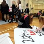 """""""Nem kel töb pénz a zoktatásban!""""- így tiltakoznak egy pécsi középiskolában"""