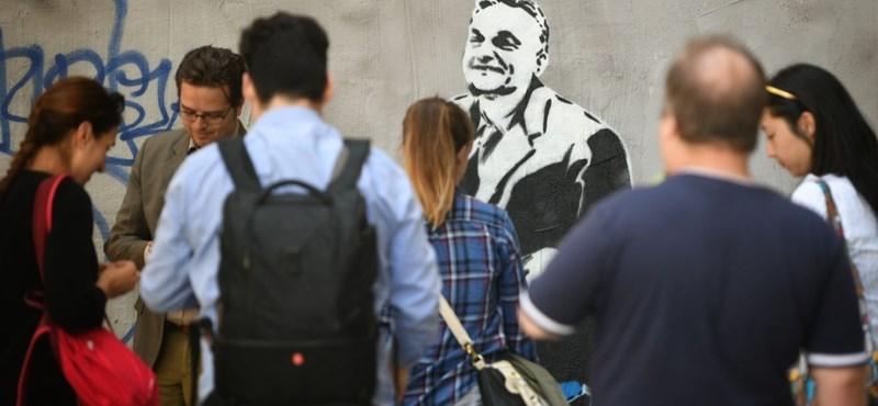 Már le is festették a vonatozó Orbán-graffitit