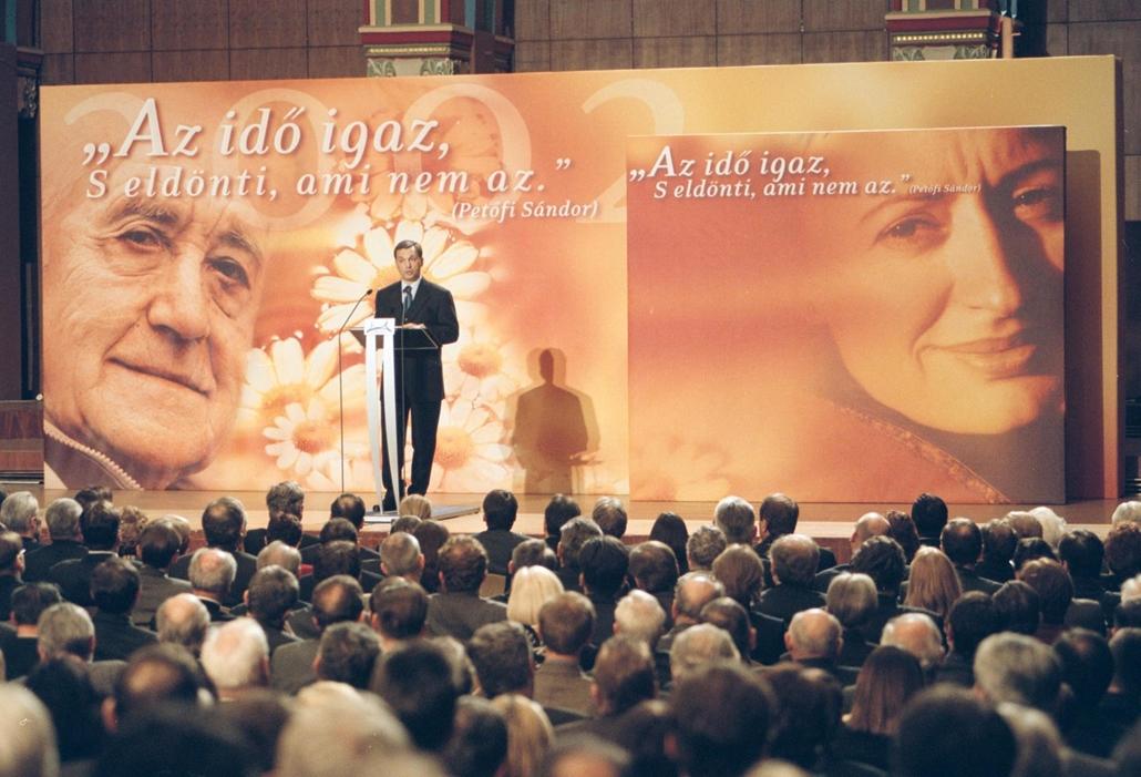 02.02.07. Orbán Viktor miniszterelnök hagyományos országértékelő beszédét tartja a Magyar Polgári Együttműködés Egyesület rendezvényén a Pesti Vigadóban
