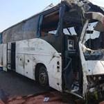 21 sérült az M3-ason: a rendőrök szerint elaludt a turistabusz sofőrje