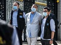 Elvitték a rendőrök az egyik hongkongi ellenzéki lap tulajdonosát