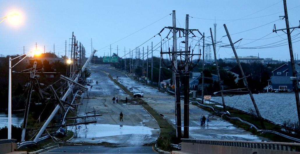 Seaside Heights, New Jersey: aszfaltra zuhant villanyoszlopok, teljesen megrongálódott úthálózat jellemzi a környéket - Sandy Hurrikán
