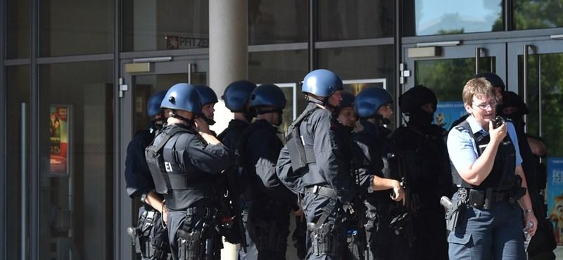 Lövöldöztek egy németországi moziban, sok lehet a sérült