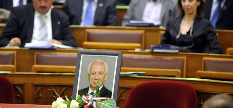 Ma lesz Mádl Ferenc temetése