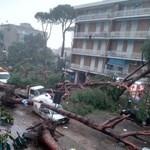 Majdnem 200 embert menekítettek ki Olaszország legmagasabb hegyi útjáról