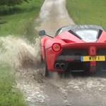 Videó: Unatkozó milliárdosok sárban raliznak a szuperritka Ferrarival