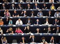 Támogatja az EP, hogy jogállamisághoz kössék az EU-pénzeket, a Fidesz nemmel szavazott