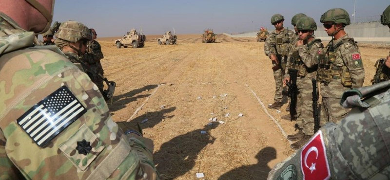 500-600 amerikai katona marad Szíriában